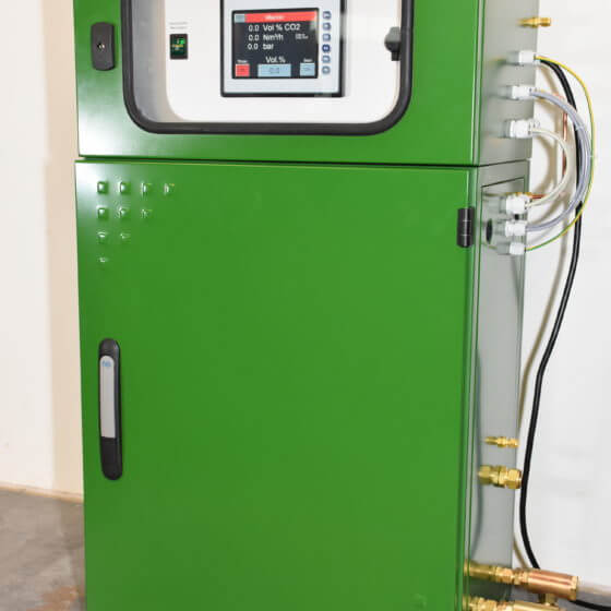 Gas mixer with mass flow controller, control system and gas analyzer for welding gases